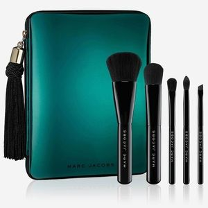 Marc Jacobs, your place or mine? brush set